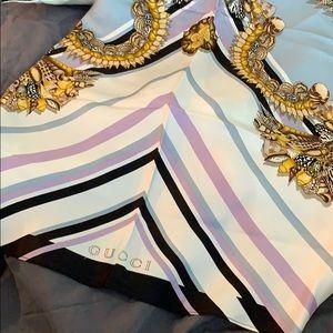 Beautiful Gucci silk handkerchief halter